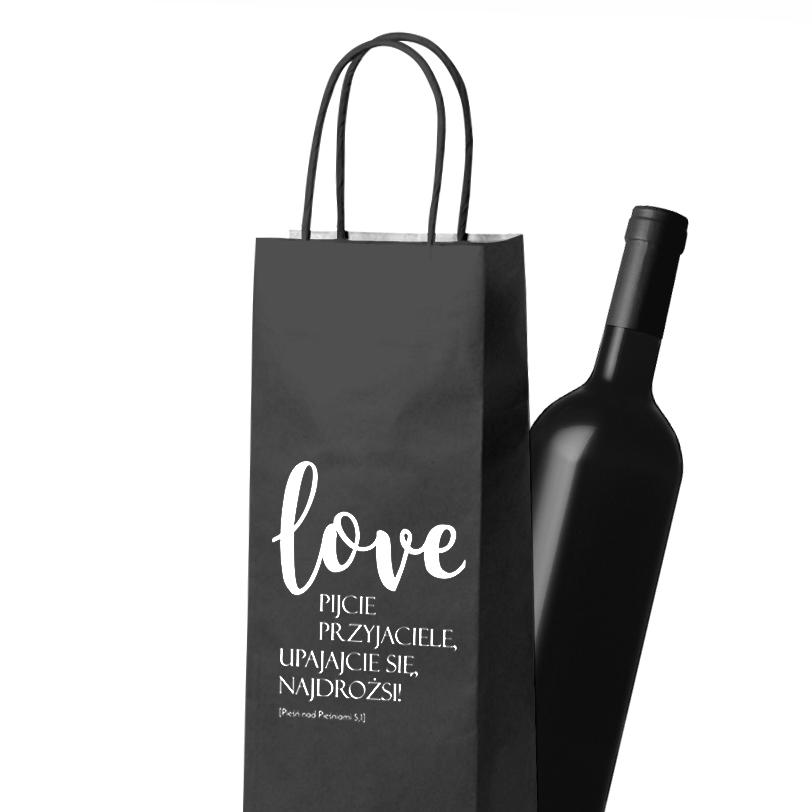 Torebka na wino z biblijnym cytatem? Jeśli chcesz podarować alkohol wierzącej parze, zrób to z klasą! Oczywiście, torebki na wino z cytatem z Pieśni nad Pieśniami projektu DAYENU DESIGN