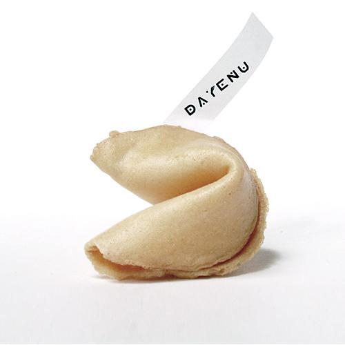 Słowo Pana ma moc! Dlatego zamiast pustych rymowanek i wróżb spod ciemnej gwiazdy, w chińskich ciasteczkach DAYENU znaleźć można wyłącznie cytaty z Pisma Świętego! Pychotka: ciasteczka z błogosławieństwem!